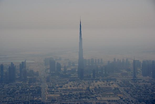 Burj Khalifa surplombe Dubaï du haut de ses 828m